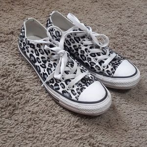 Converse leopard print low top sneakers